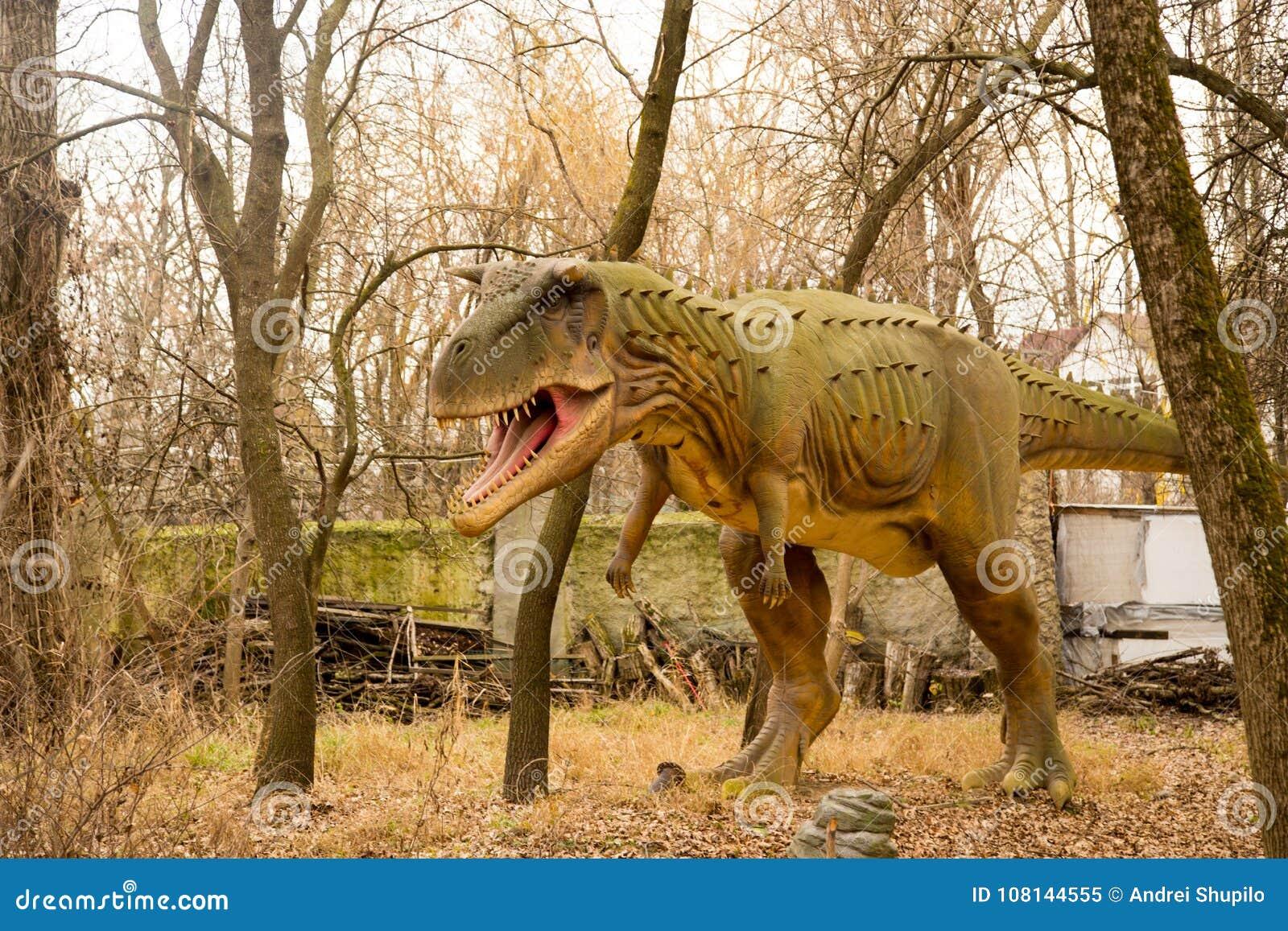 Krasnodar, Russische Federatie 5 Januari, 2018: Model van de dinosaurus in Safari Park van de stad van Krasnodar