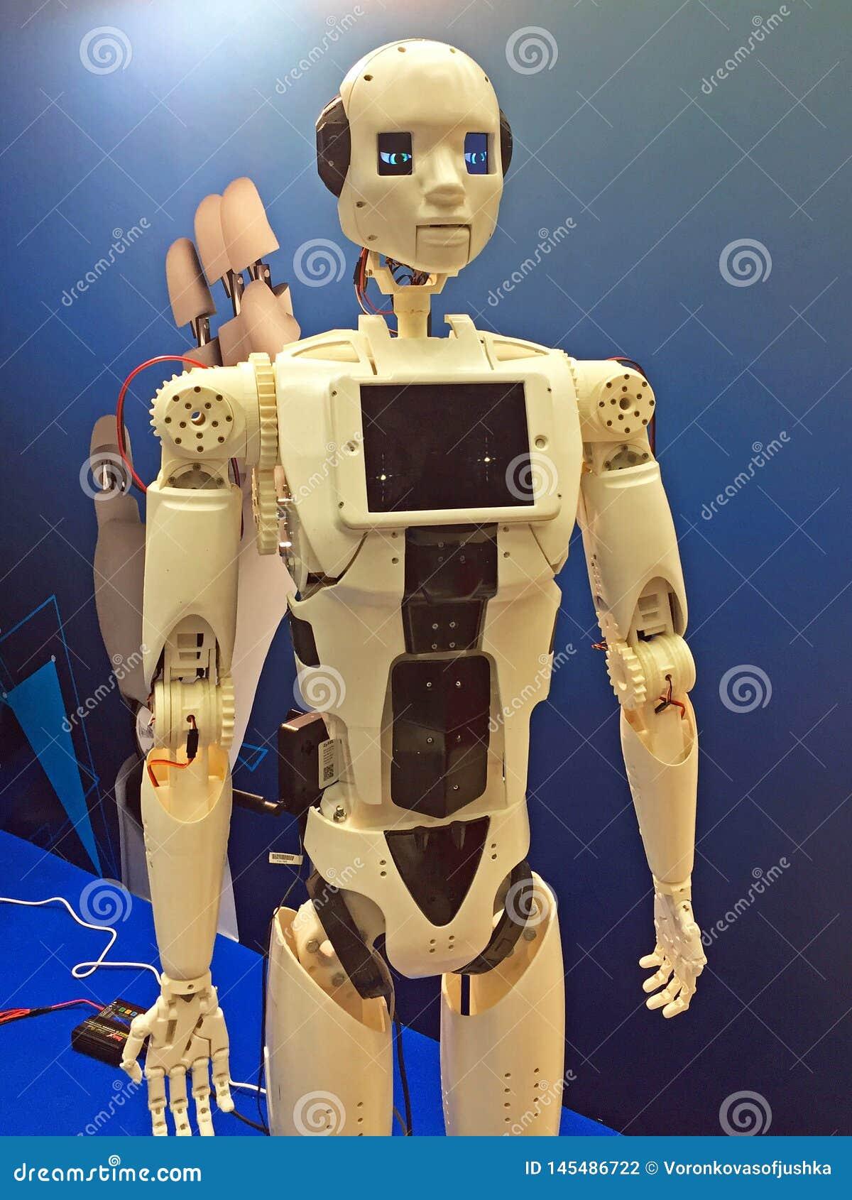 Krasnogorsk Moskwa region, Rosja, Grudzień,/- 13, 2017: robot przedstawiający przy konferencją robotyka i wystawą