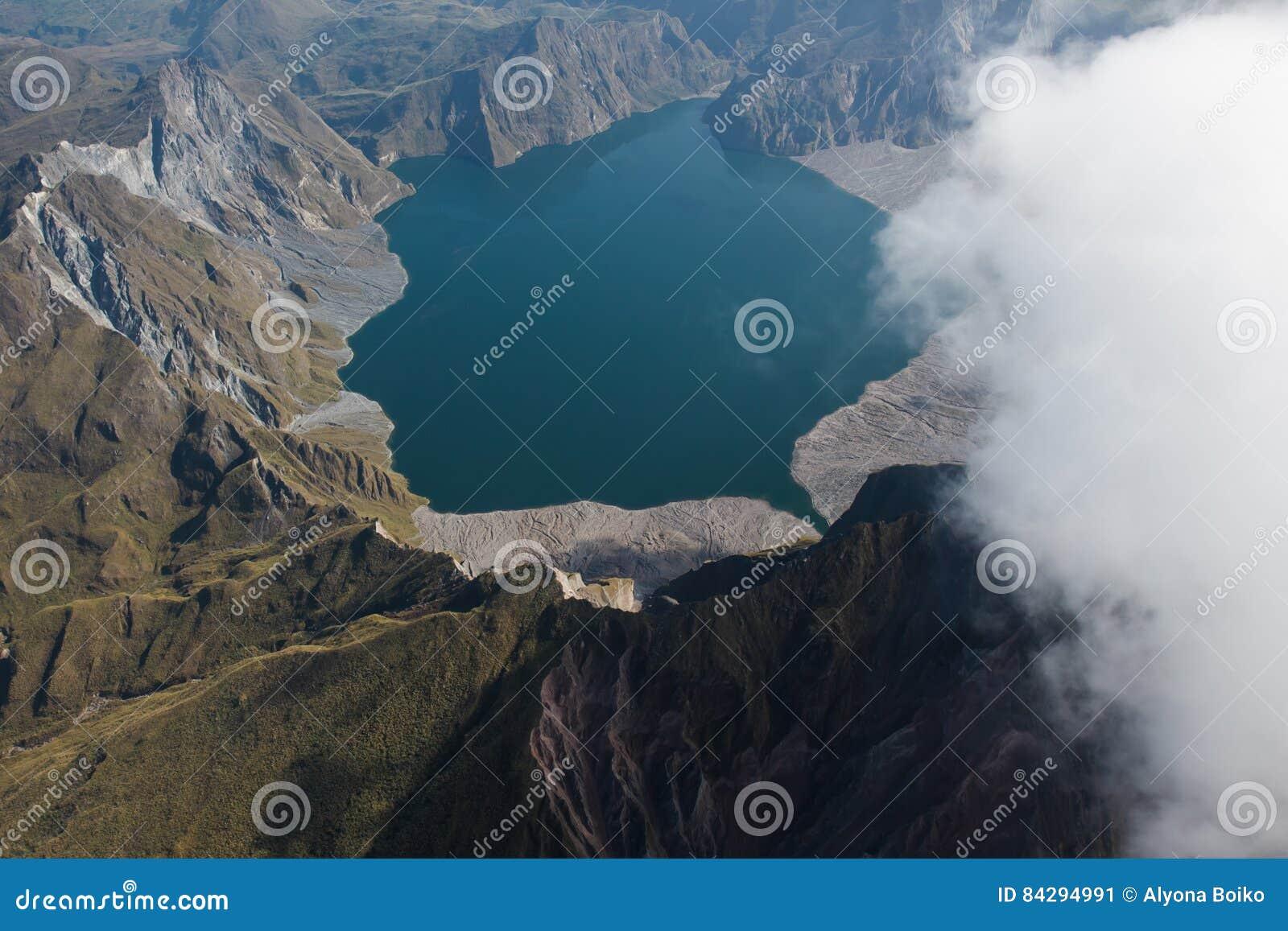 Krater av Mt Pinatubo från luften, Filippinerna