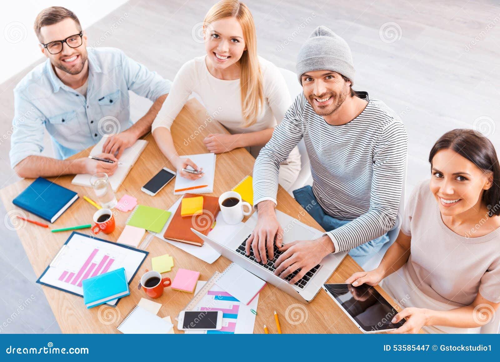 Kreative Arbeit Des Teams T Stockbild - Bild von computer, kaffee ...