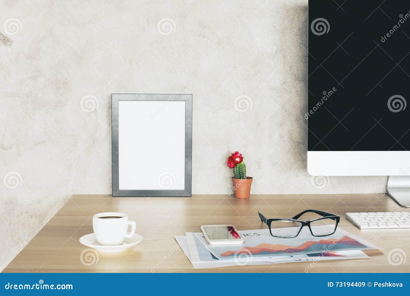 Kreativer Desktop Mit Rahmen Stockbild - Bild von computer ...
