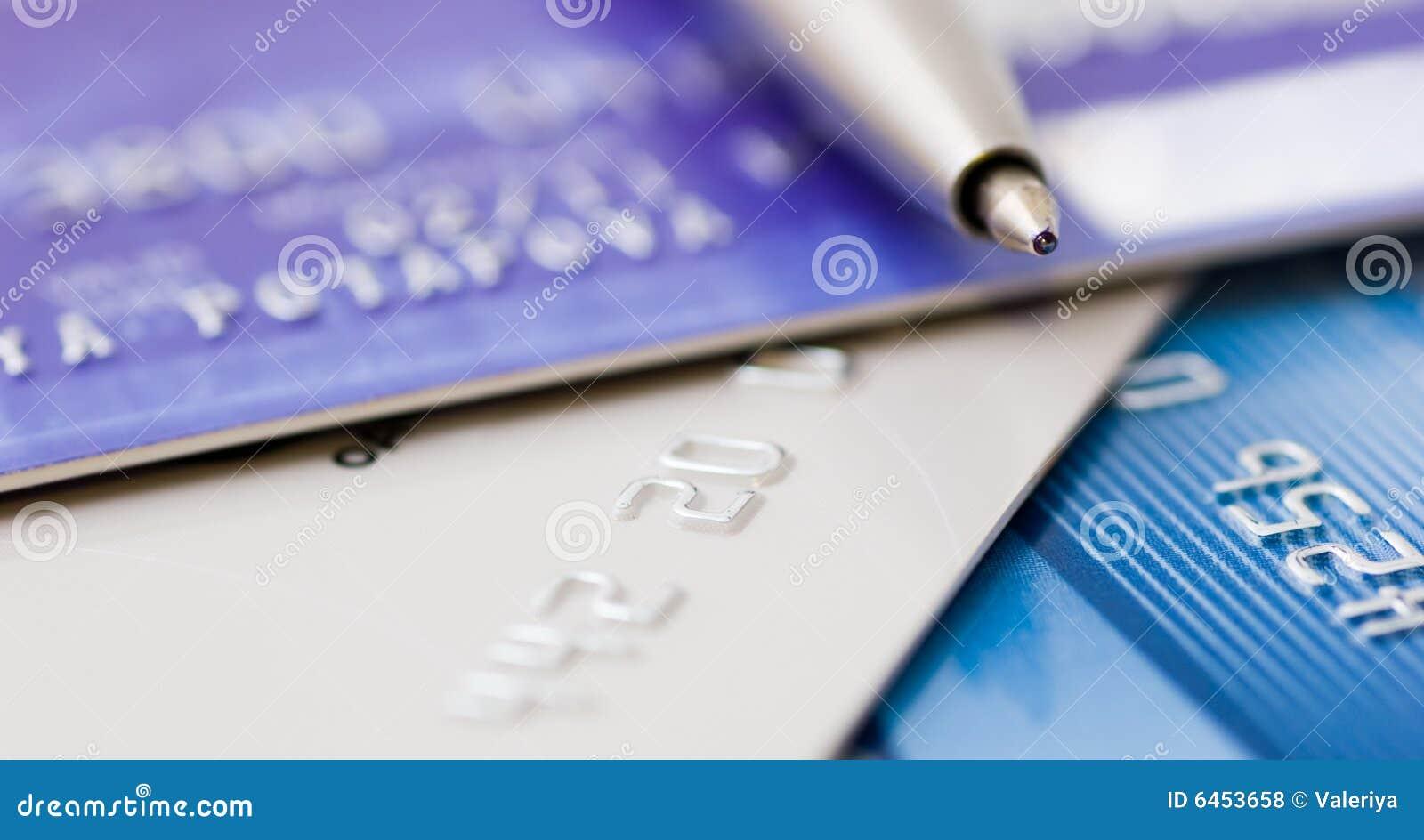 Kredyt karty nad piórem