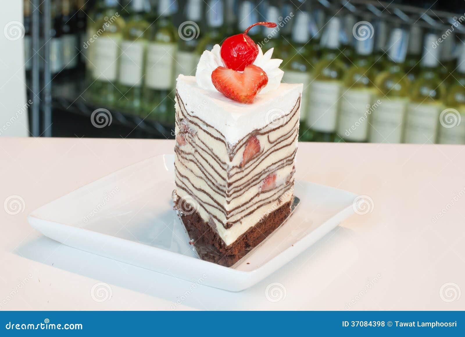 Download Krepa tort zdjęcie stock. Obraz złożonej z tort, owoc - 37084398