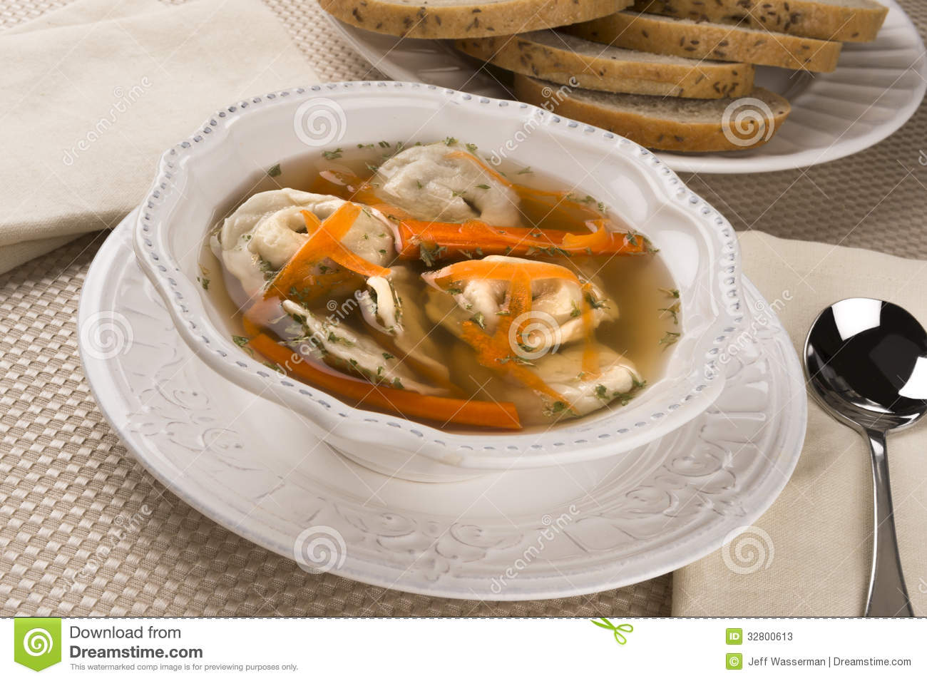 Kreplach in chicken soup stock image image of jewish for Cuisine yiddish