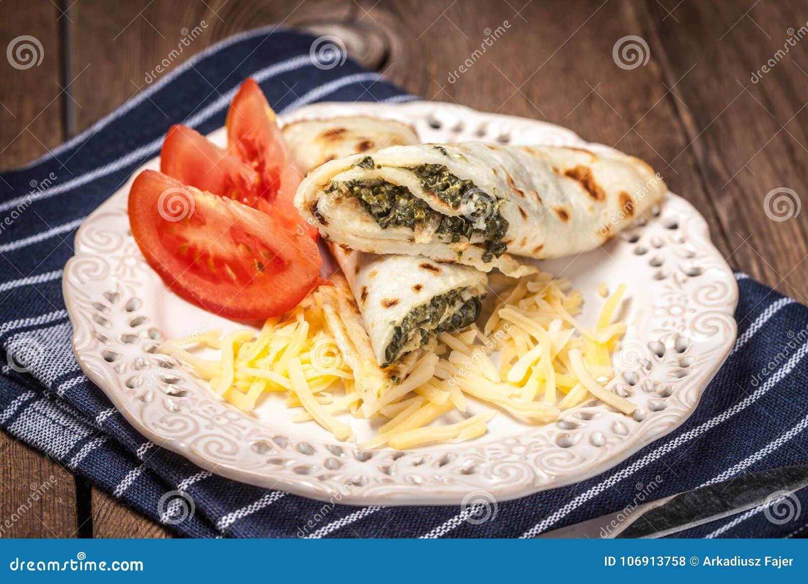 Krepy faszerować z serem i szpinakiem
