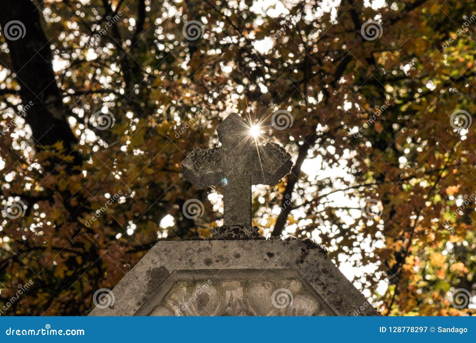 Kreuz mit Lichtstrahl