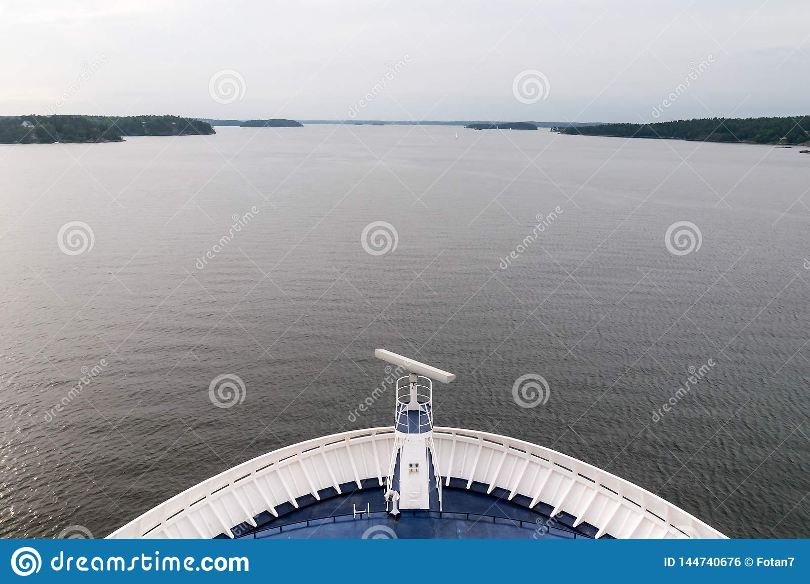Kreuzschiff  's-Zwischenlagennasendurchläufe durch Fjorde zum Ozean
