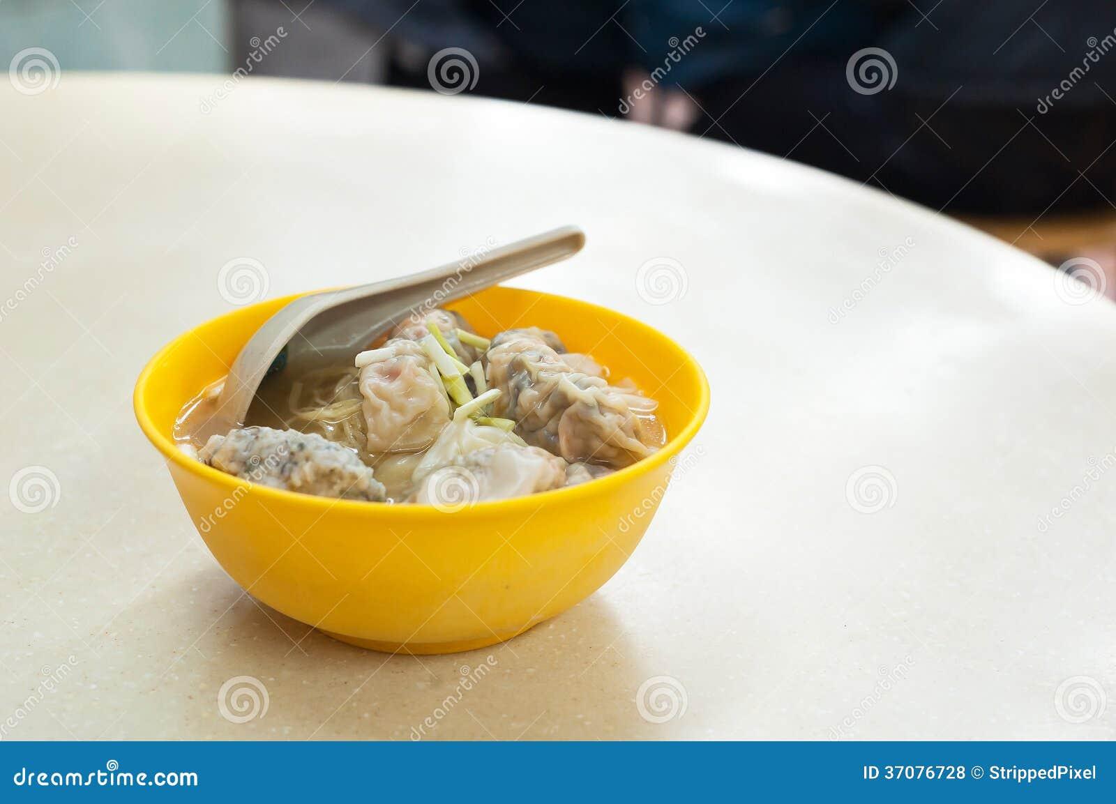 Download Krewetkowa Bezsensowna Polewka Słuzyć W Tradycyjnej Hong Kong Kawiarni Zdjęcie Stock - Obraz złożonej z gotujący, garnela: 37076728