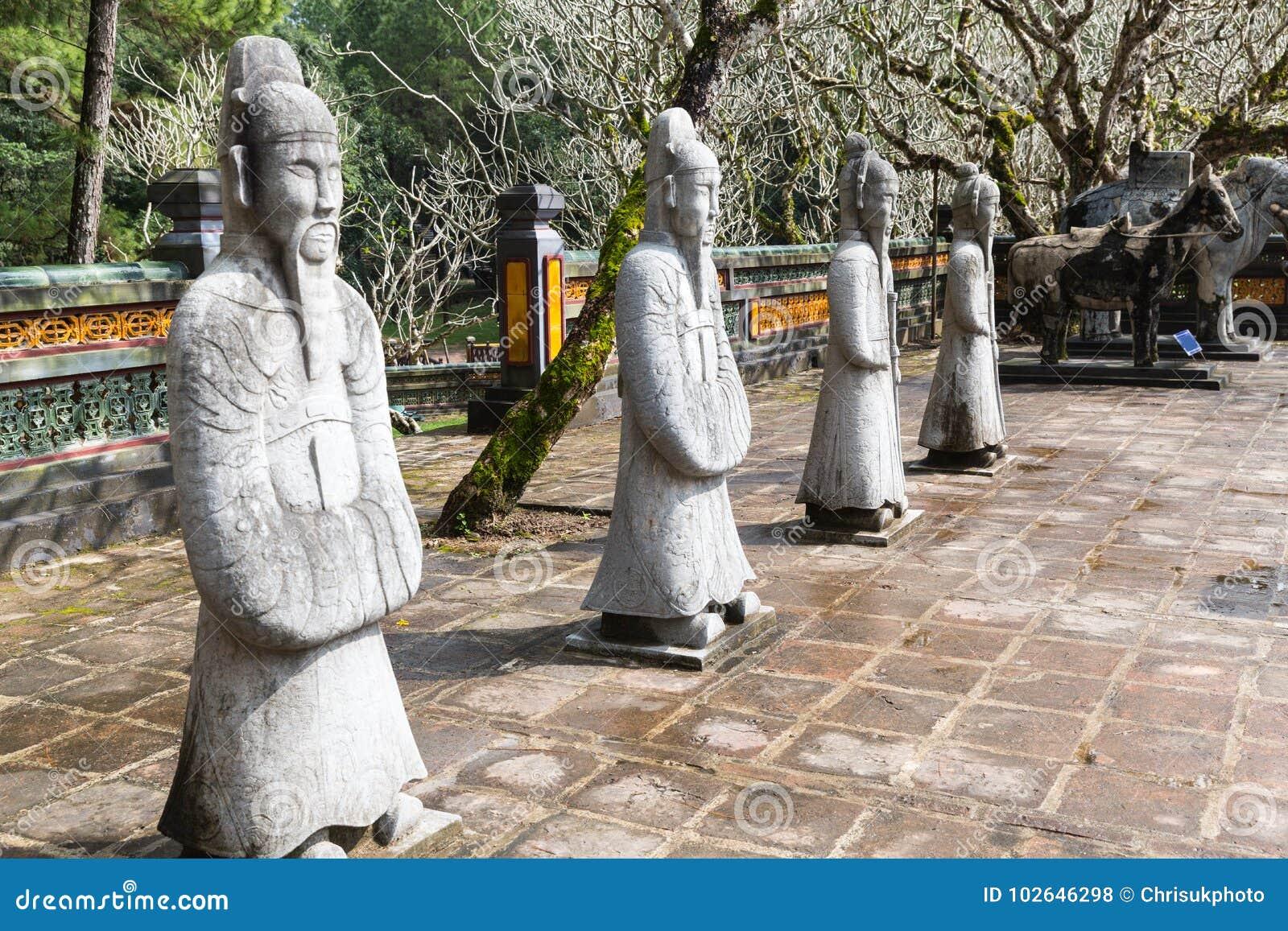 Krigare på gravvalvet av Tu Duc i Hue Vietnam