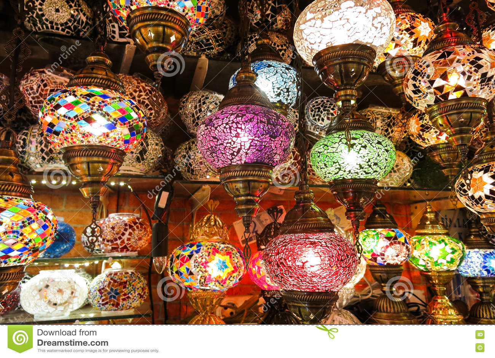 Kristalllampen für Verkauf auf dem großartigen Basar in Istanbul