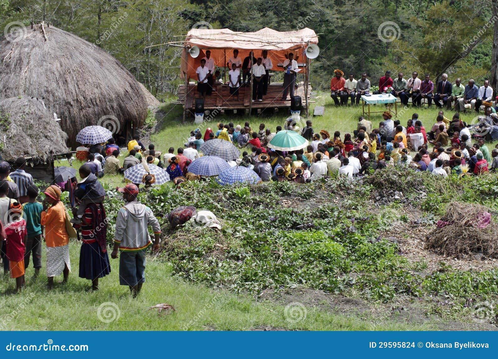 Kristen som predikar i Papuanbyn