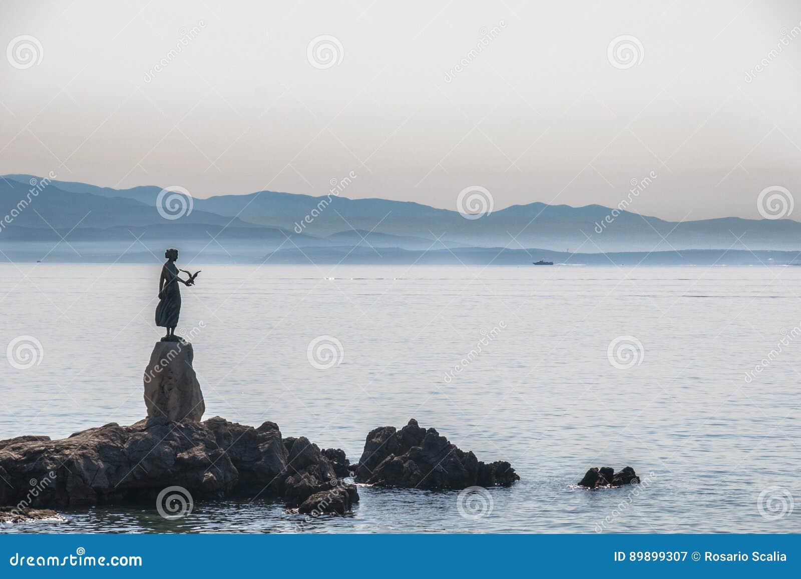 Kroatien Opatija das Mädchen mit der Seemöwe