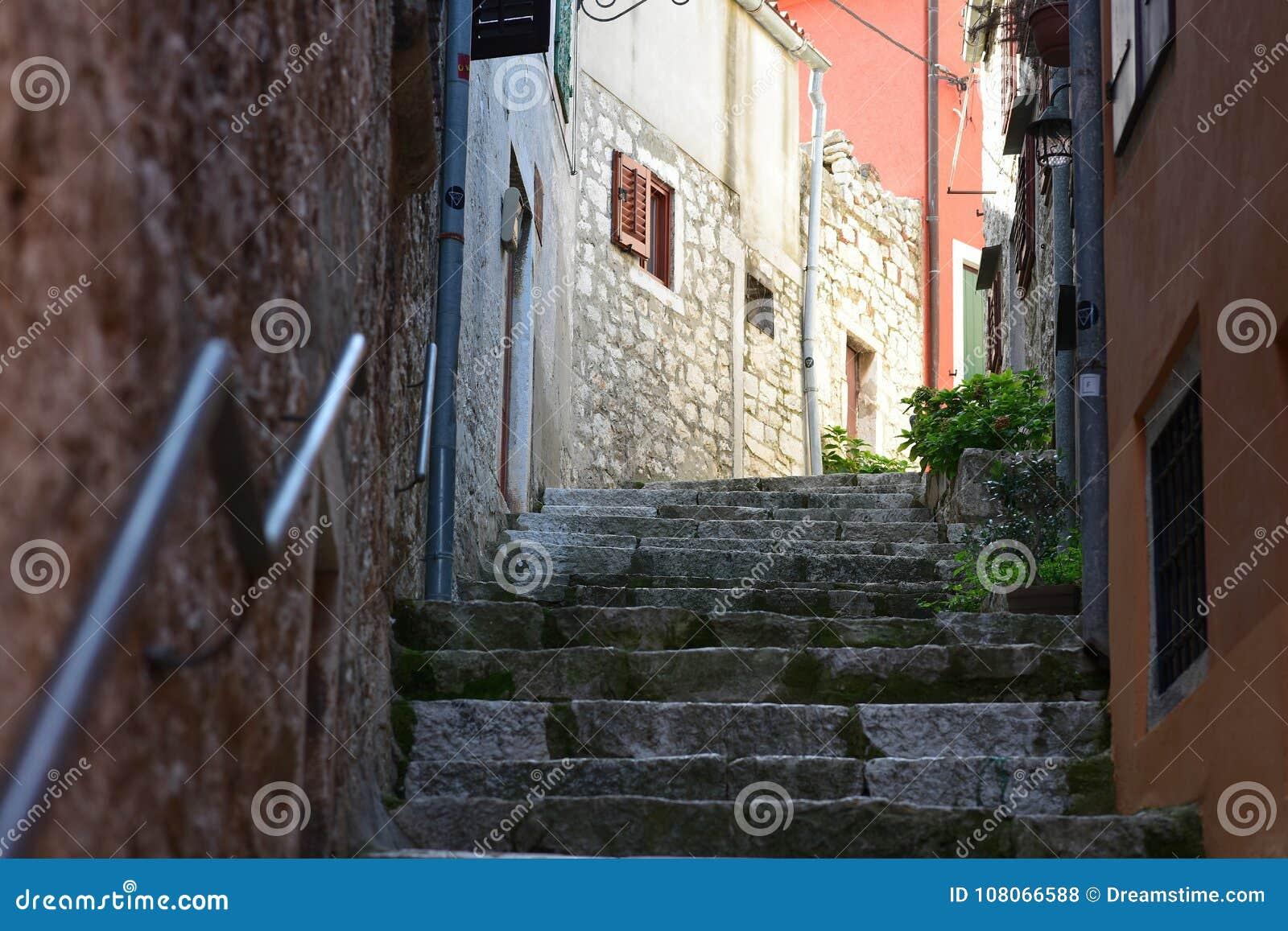 Kroatien staden av Rovinj Den gamla delen av staden