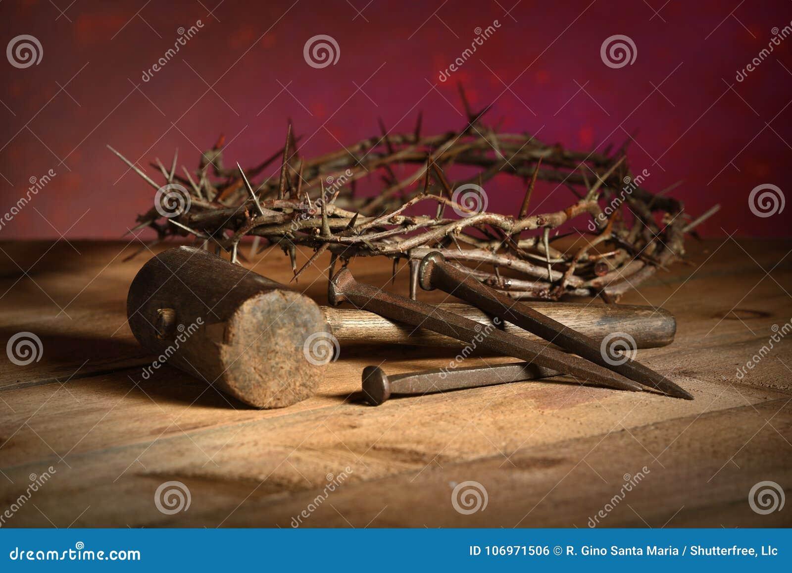 Kroon van Doornen, Houten hamer en Spijkers