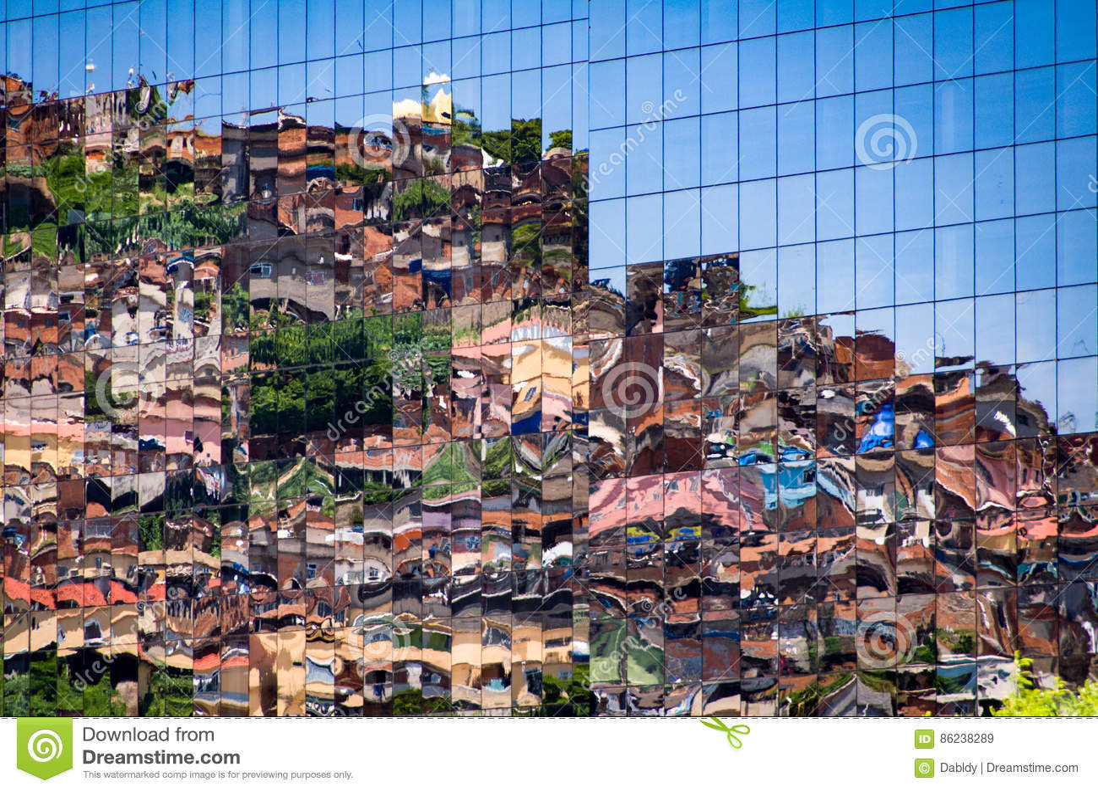 Krottenwijk die in Vensters nadenkt