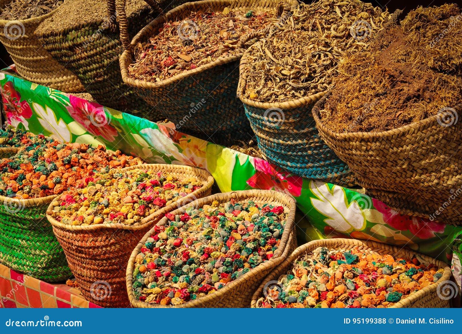 Kruiden voor verkoop in Souk marrakech marokko