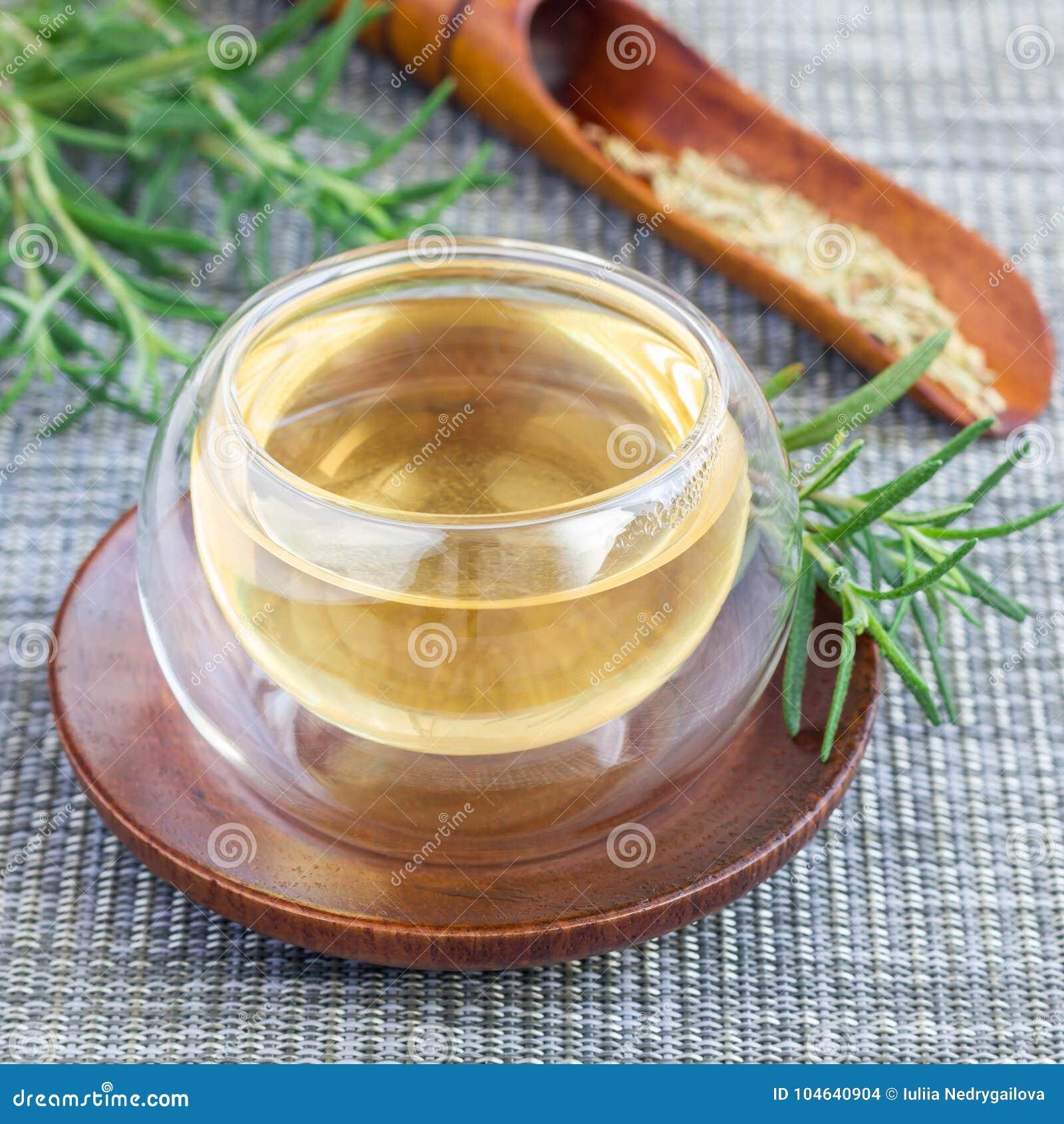 Download Kruidenrozemarijnthee In Glaskop Op Oosterse Achtergrond, Vierkant Stock Foto - Afbeelding bestaande uit alternatief, dieet: 104640904