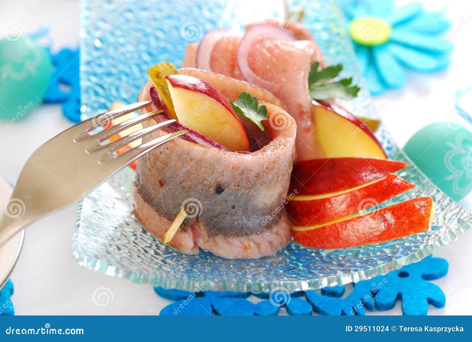 Kruidige haringenbroodjes met appel en augurk voor Pasen