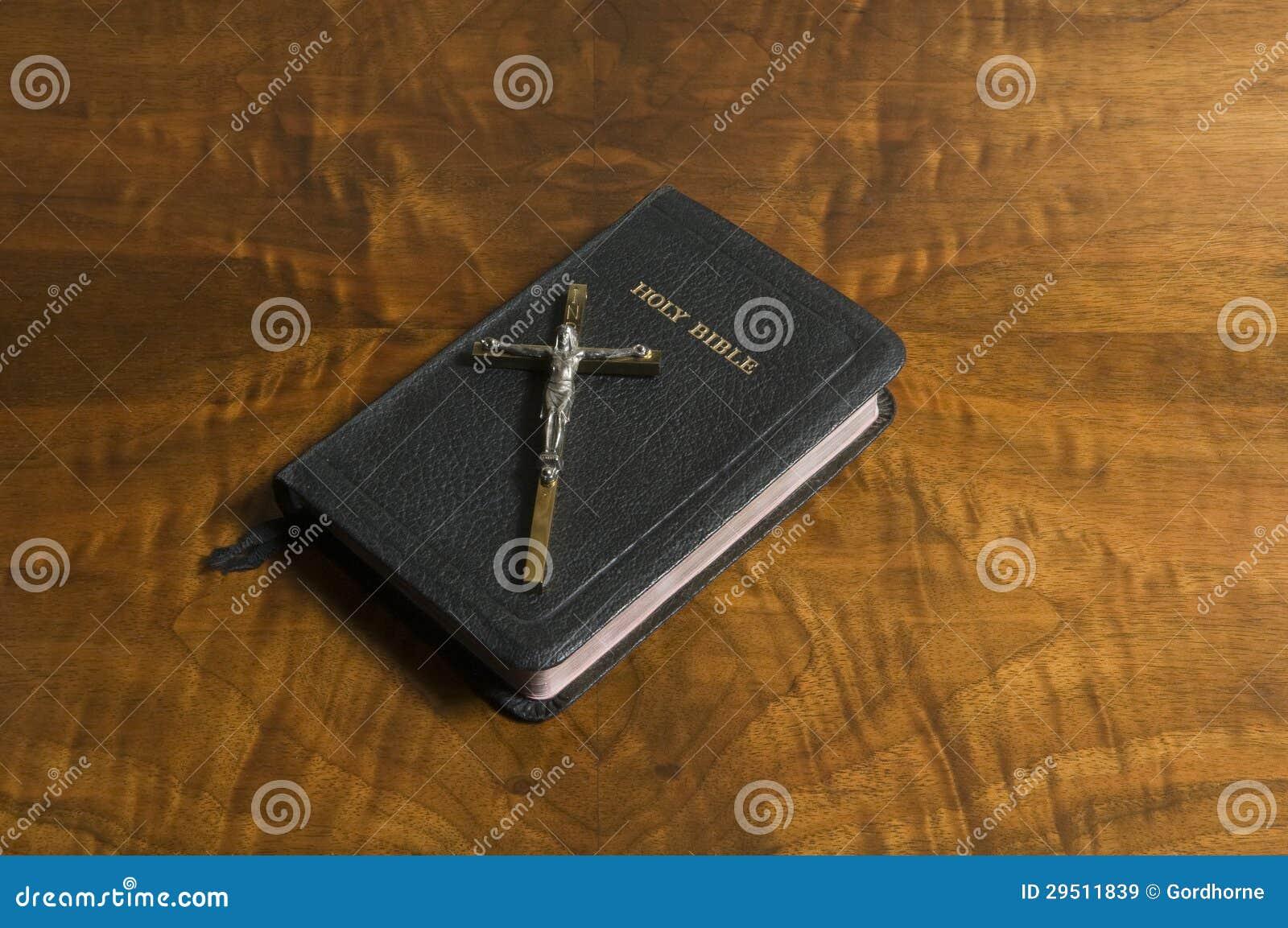 Kruis, Bijbel op Antiek Hout