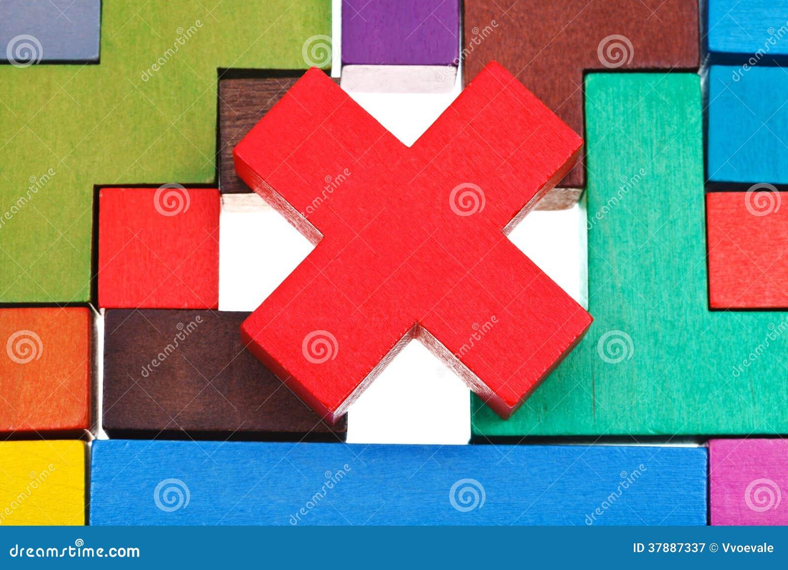 Kruis gestalte gegeven blok op houten raadsel