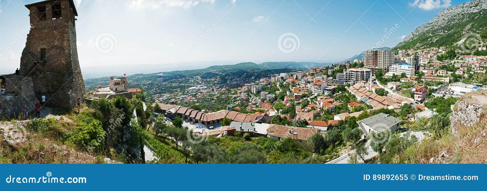 """Kruje en stad och en kommun i norr centrala Albanien Lokaliserat mellan M-floden för montering Krujà """"och IshÃen """""""