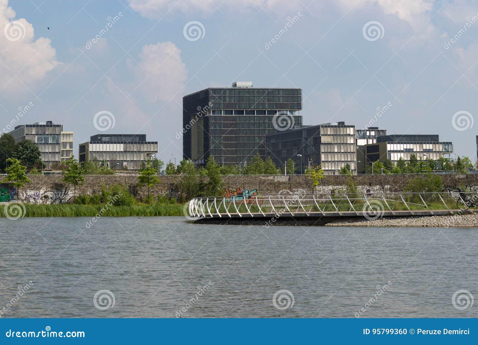 Krupp högkvarter bak sjön