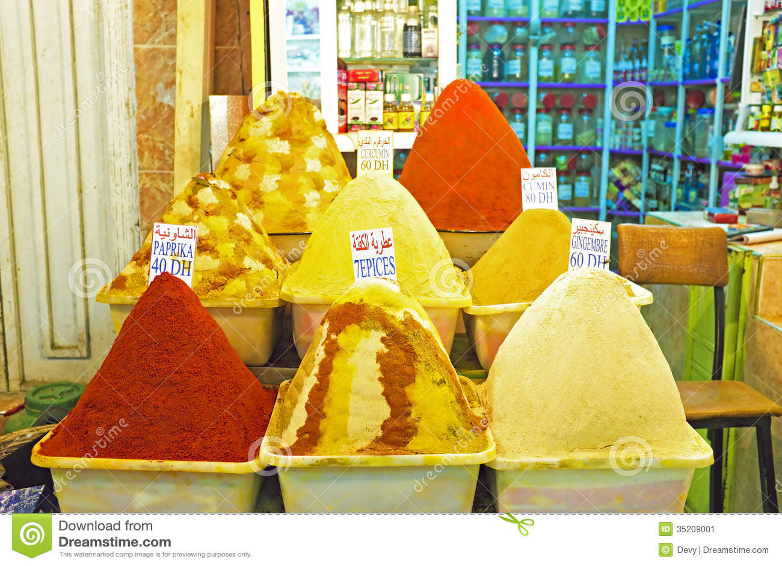 Kryddor på marknaden av Marrakesh, Marocko