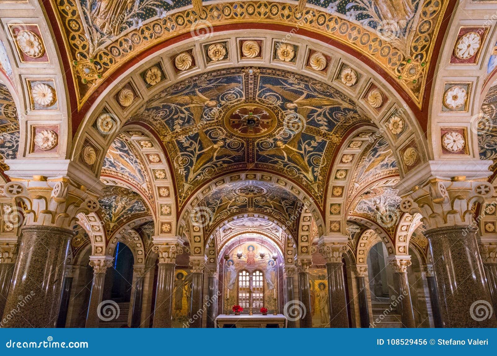 Kryptan av Santa Cecilia i den Trastevere kyrkan i Rome, Italien