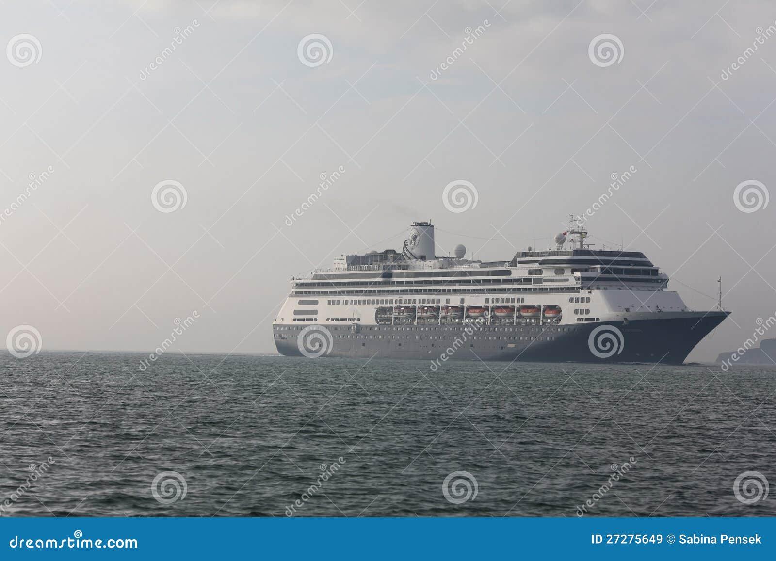 Kryssningship som korsar hav
