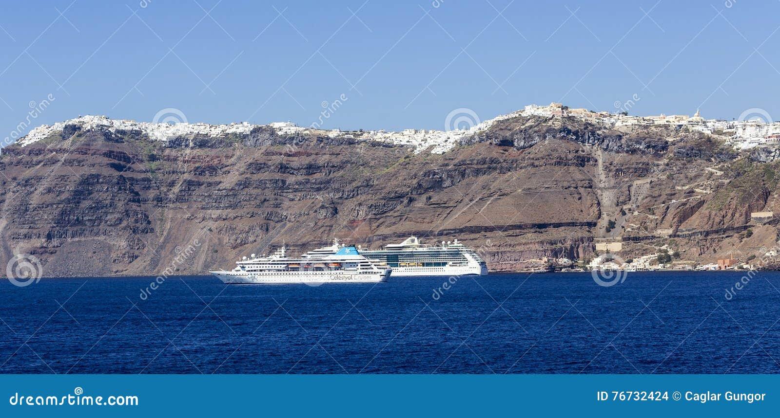 Kryssningskepp på havet