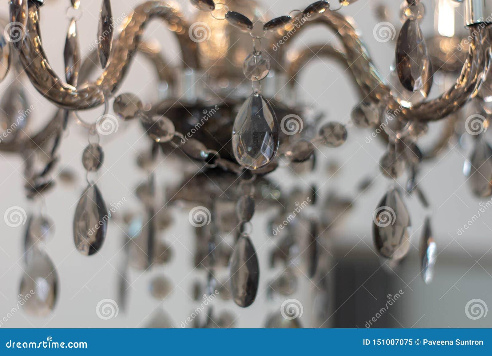 Krystaliczny szkło dekorował z lampami w domu