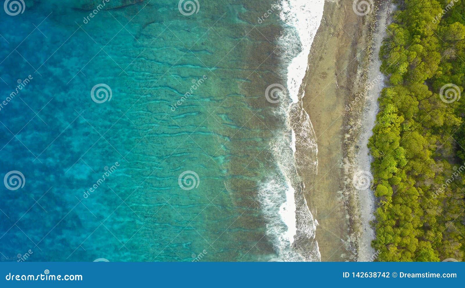 Kryształ - jasne błękitne ocean fale