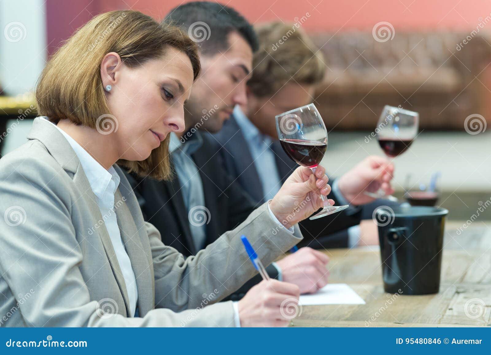 Krytycy ocenia wina dla nagradzać
