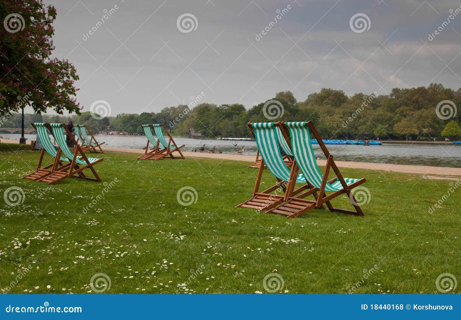 Krzesła opróżniają Hyde parka