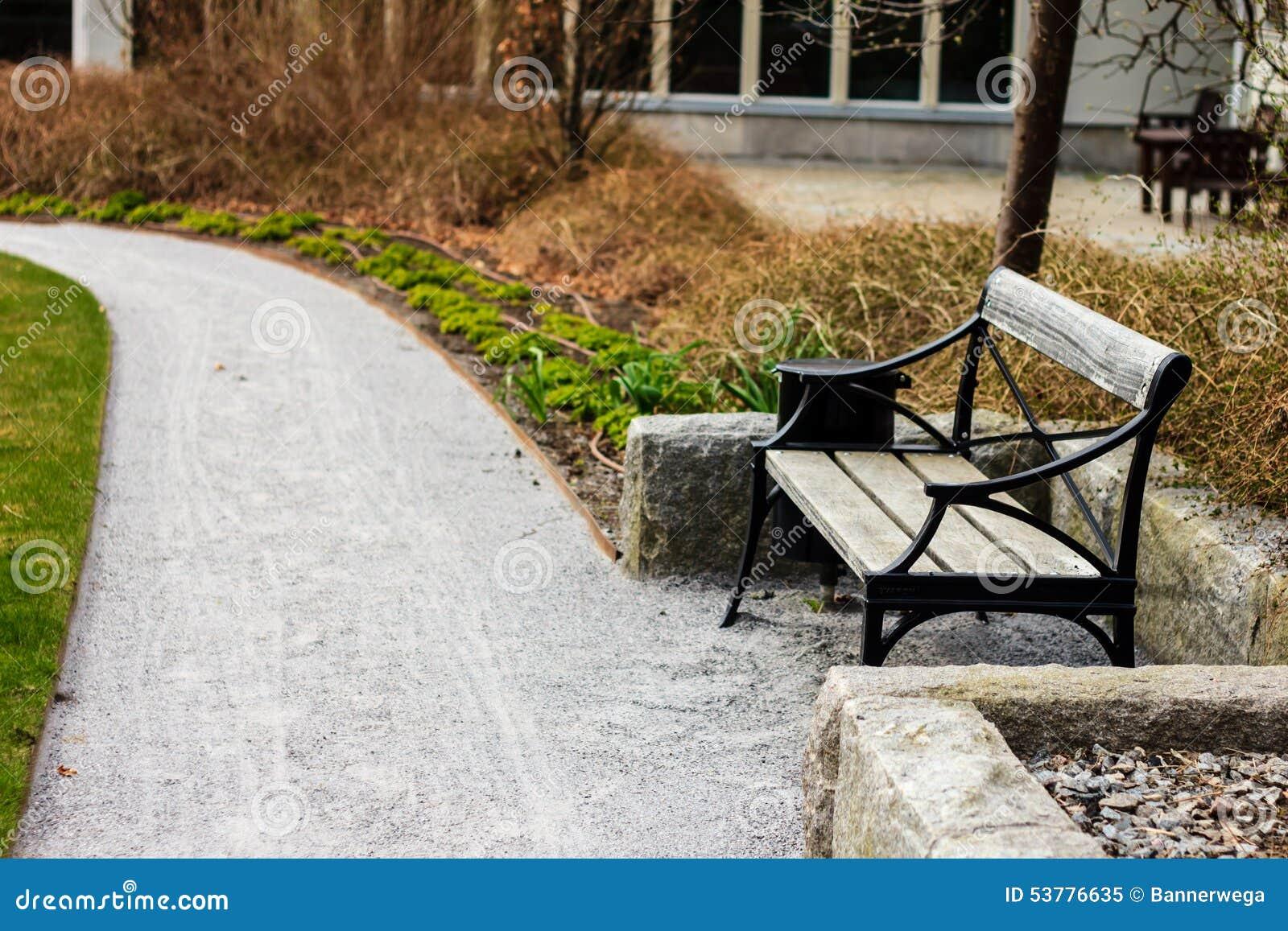 Krzesło w ogródzie