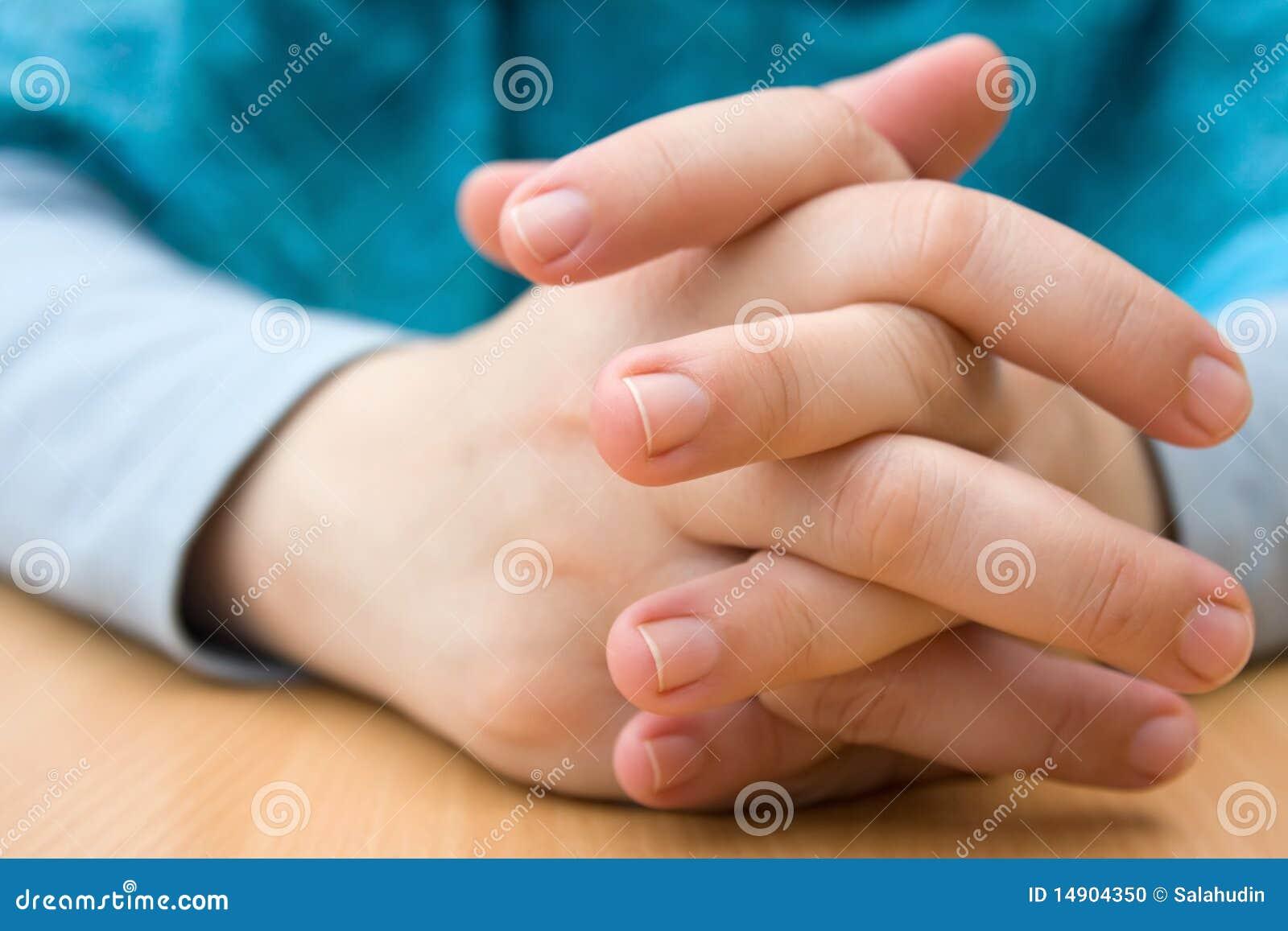 Krzyżować ręki