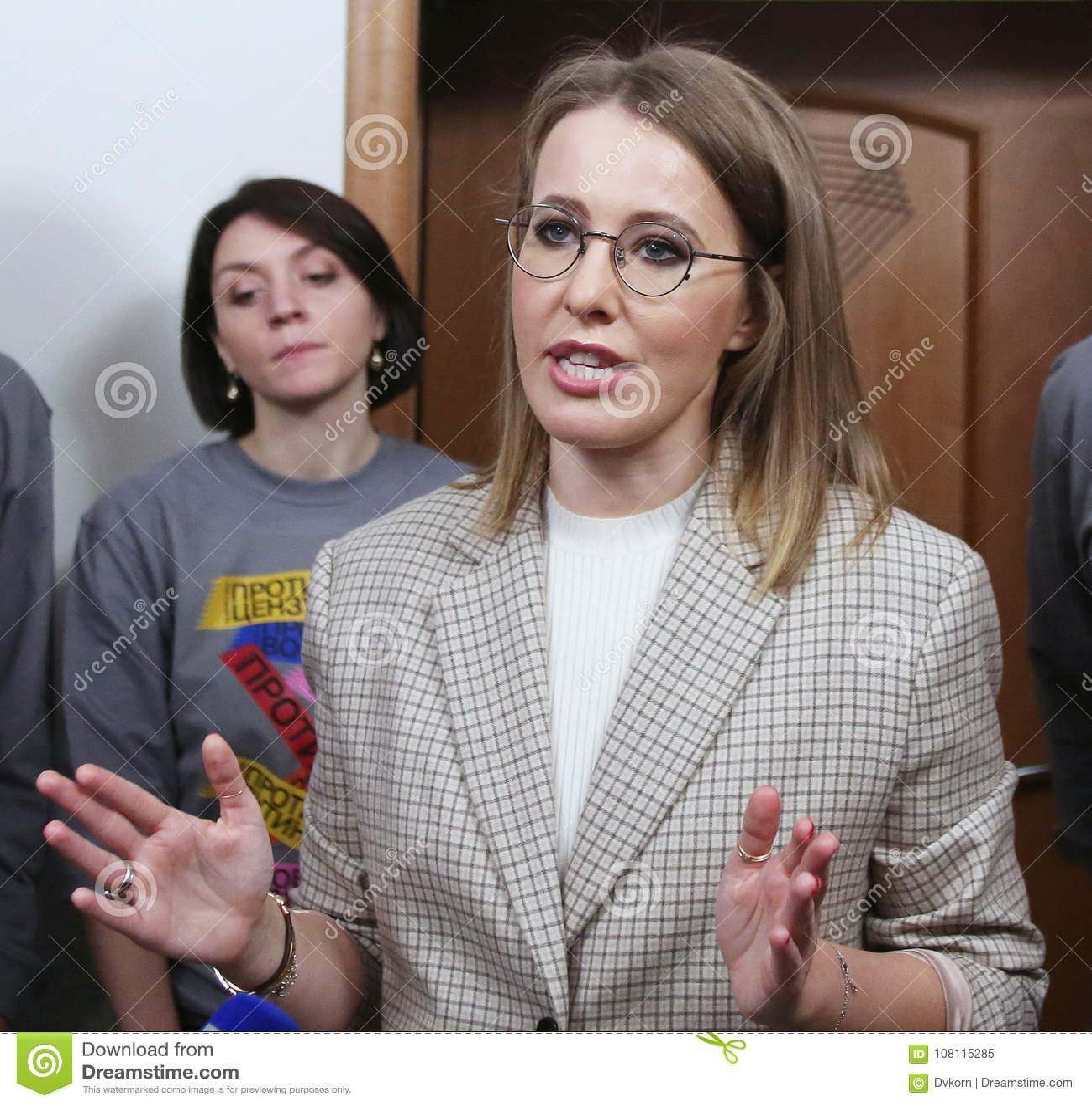 Ksenia Sobchak arranged the sale of things 24.10.2011