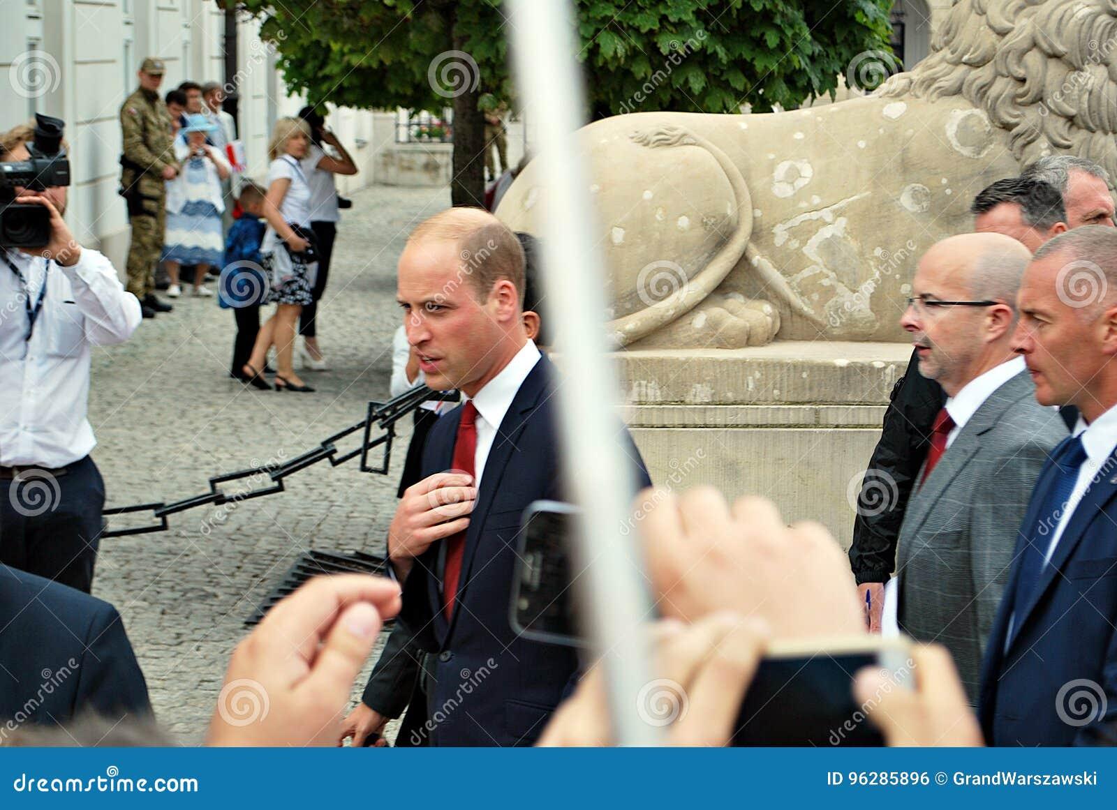 Książe William wśród tłoczy się w Warszawa