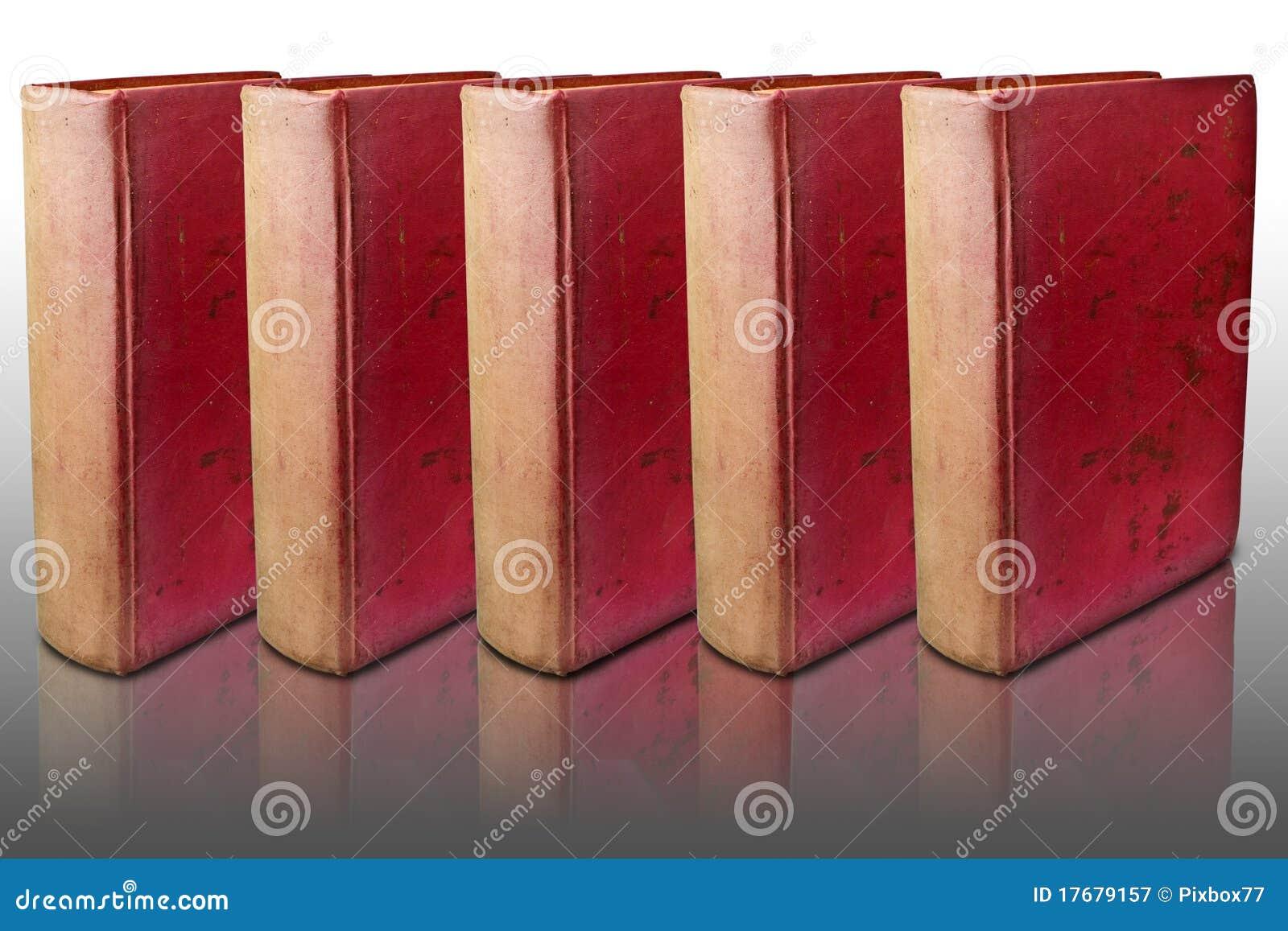 Książki zakrywają odbijającą podłogową czerwień pięć