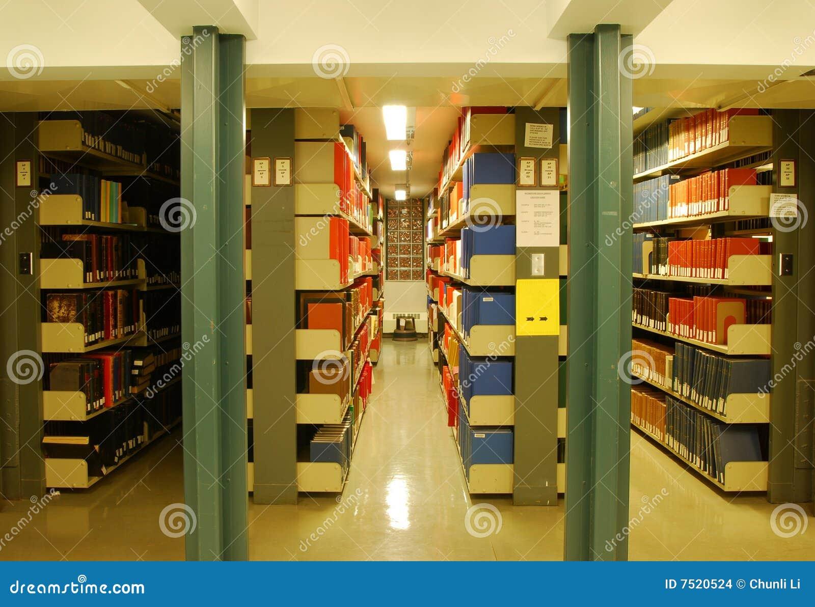 Książkowa biblioteka odkłada uniwersyteta