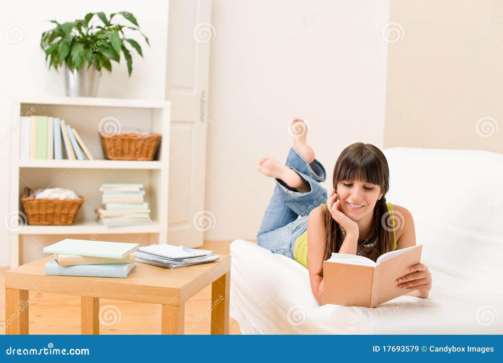 Książkowy dziewczyny domu read ucznia nastolatek