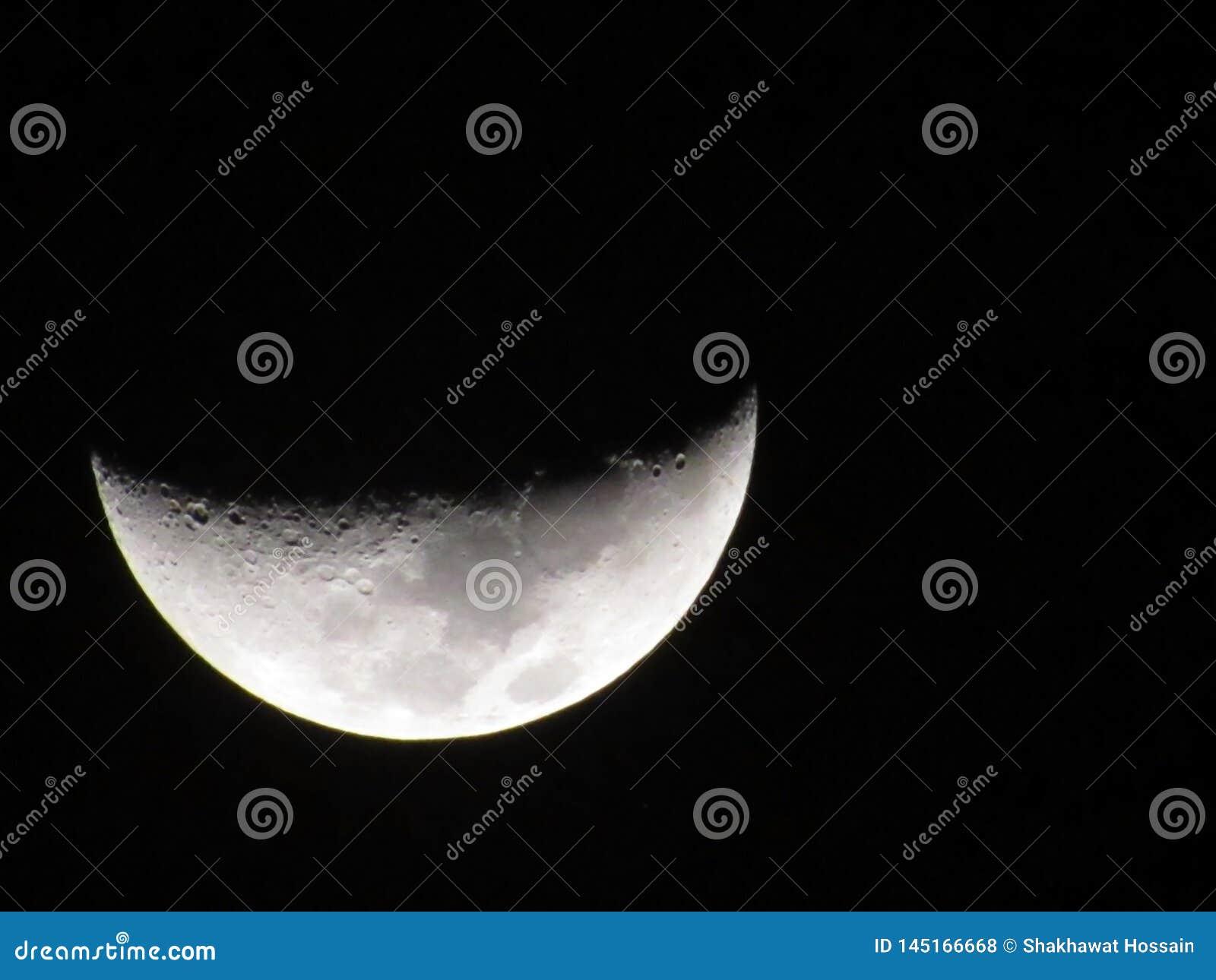 Księżyc od ziemi