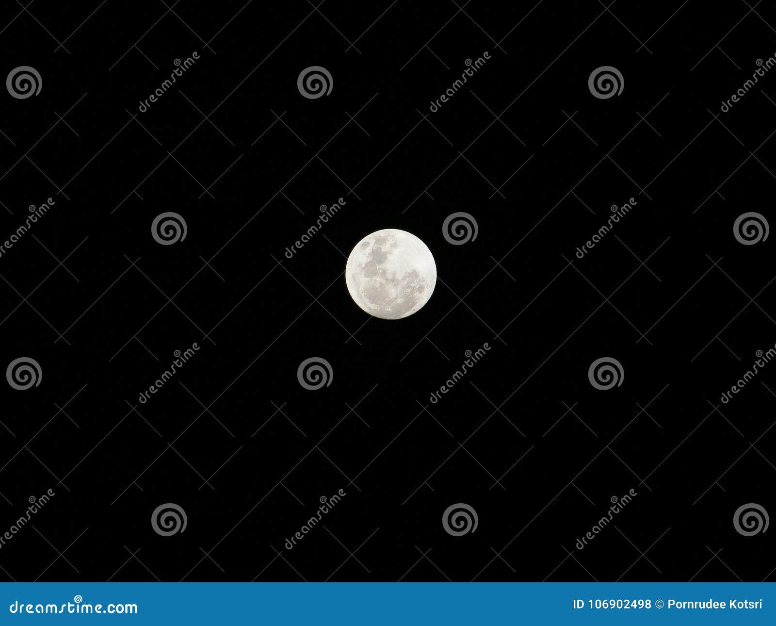 Księżyc w Styczniu 1, 2018 przy 10 pm