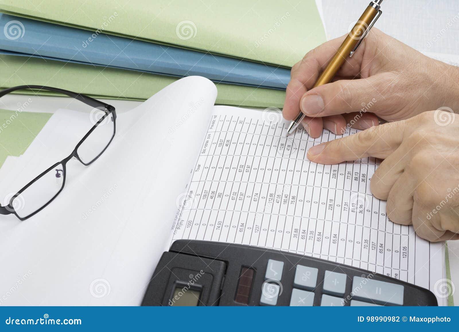 Księgowa, pieniężny inspektorski robi raport lub, Rewizi pojęcie