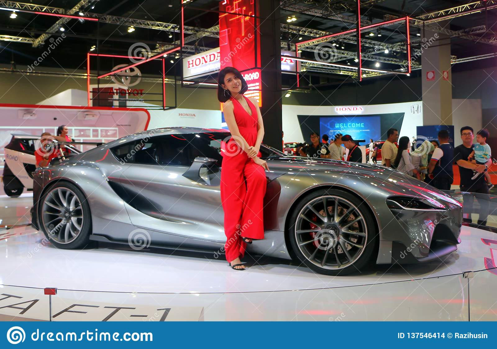 Toyota Ft 1 >> Model Posed With Toyota Ft 1 Concept Car Produced By Toyota