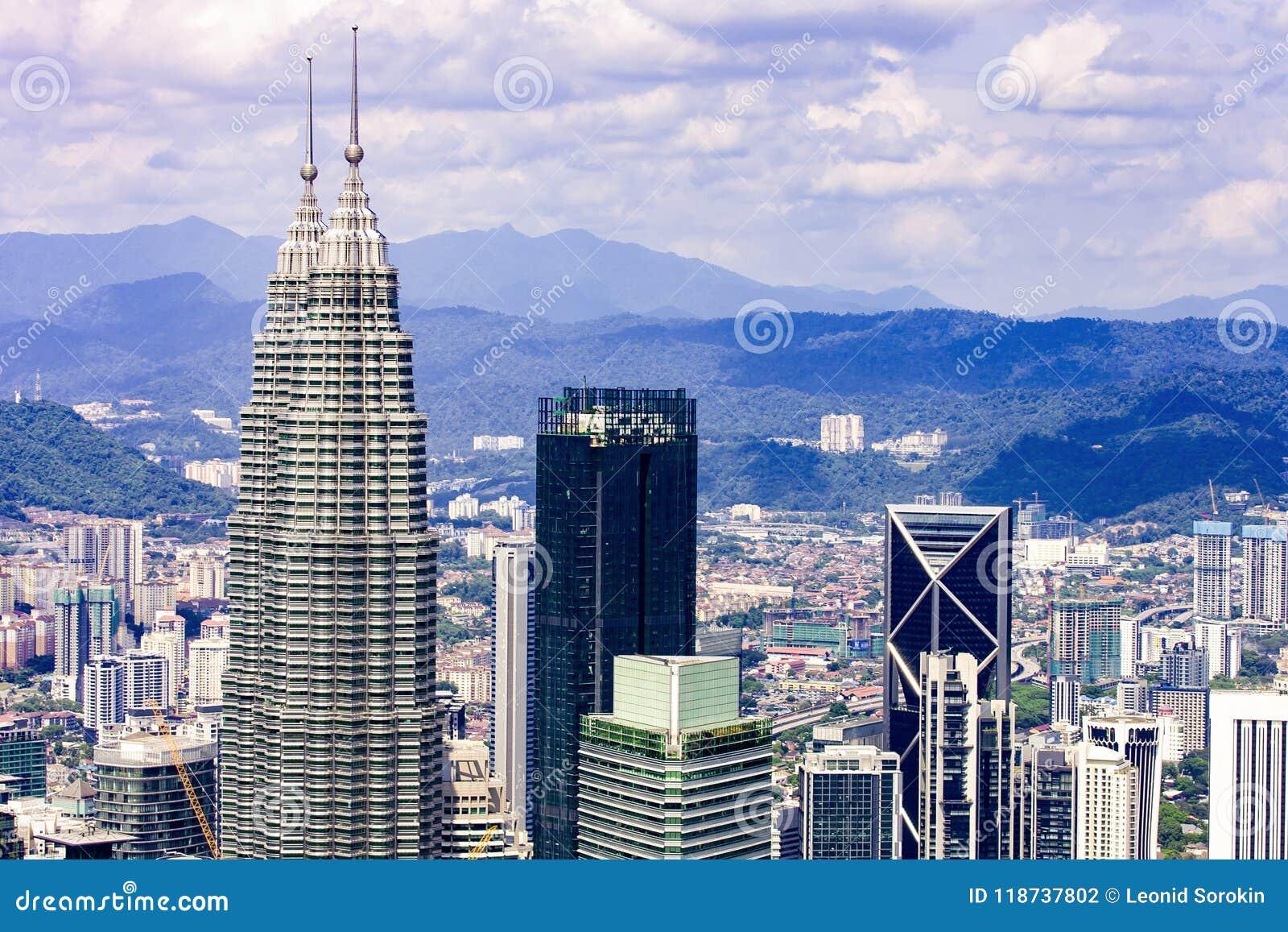 Kuala Lumpur miasta linia horyzontu z drapaczami chmur, Malezja