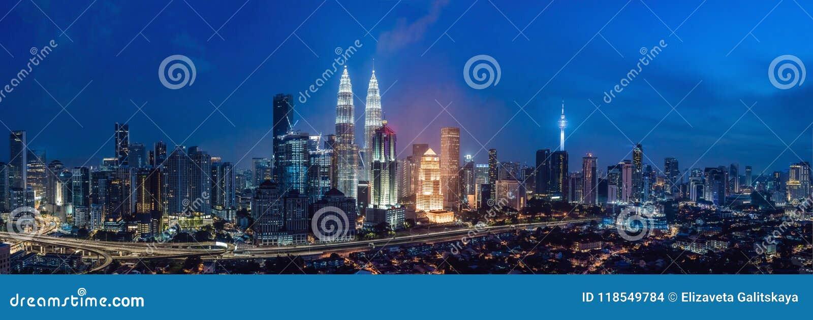 Kuala- Lumpurskyline nachts, Malaysia, Kuala Lumpur sind Hauptstadt von Malaysia