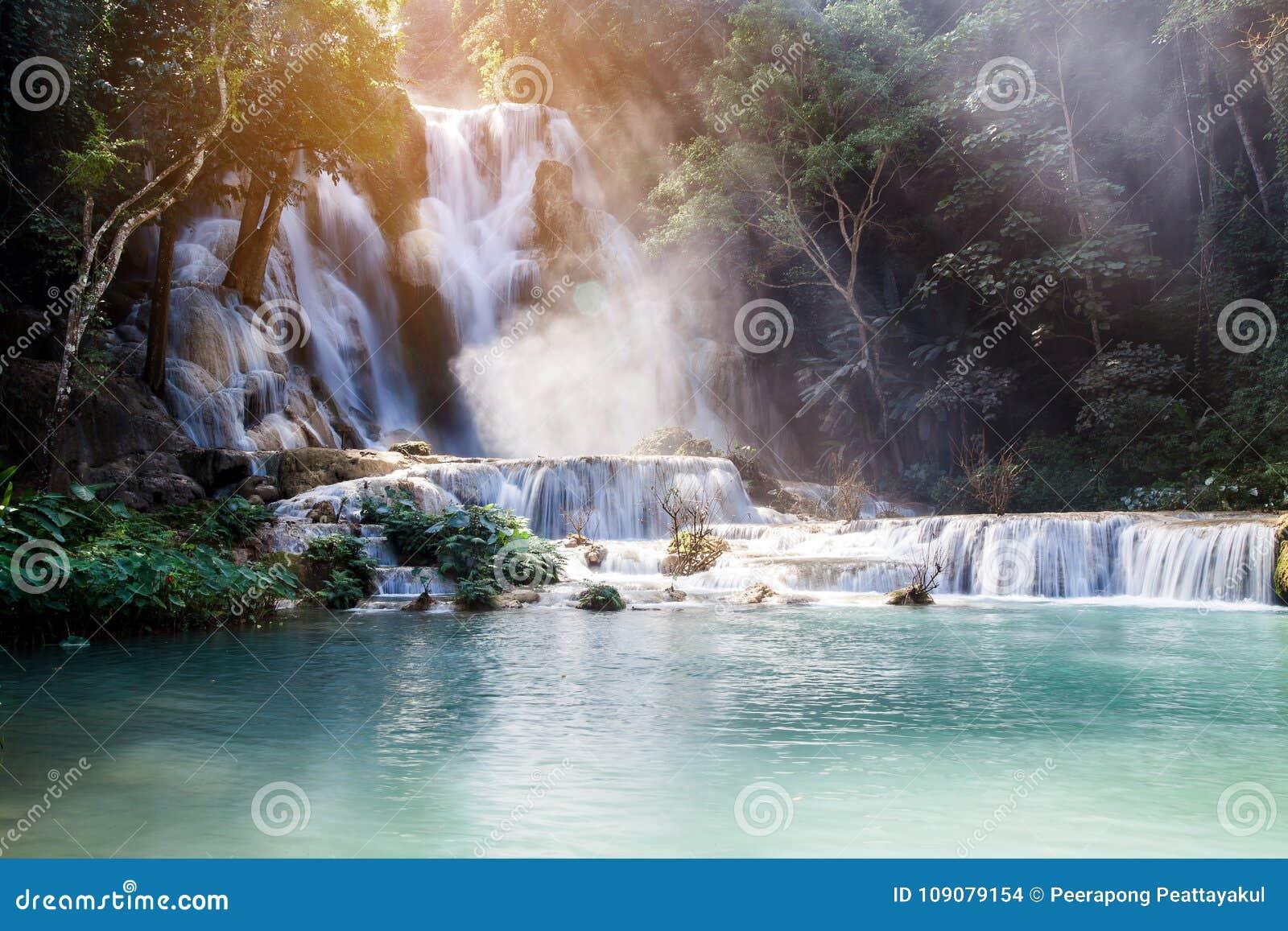 Kuang Si Waterfall y x28; Tat Guangxi y x29; , Luang Prabang, Laos