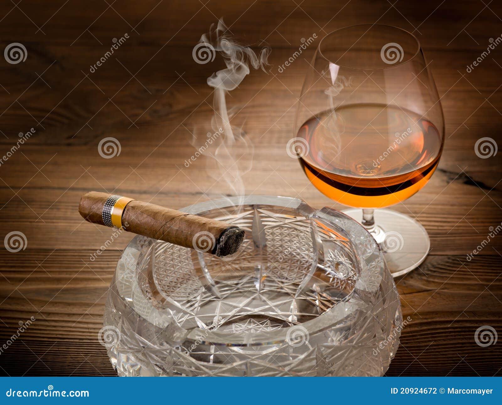 Kubanische Zigarre Und Kognak Stockfoto - Bild von real, getränk ...