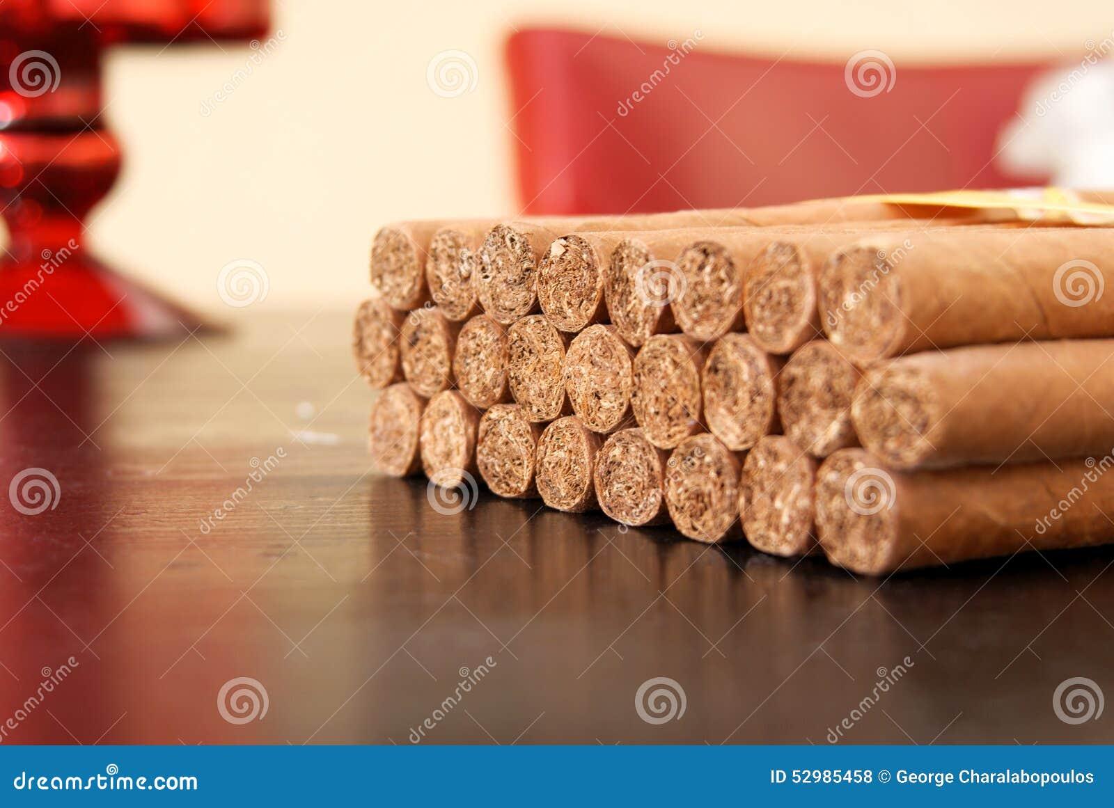 Kubanische Zigarren auf dem Tisch